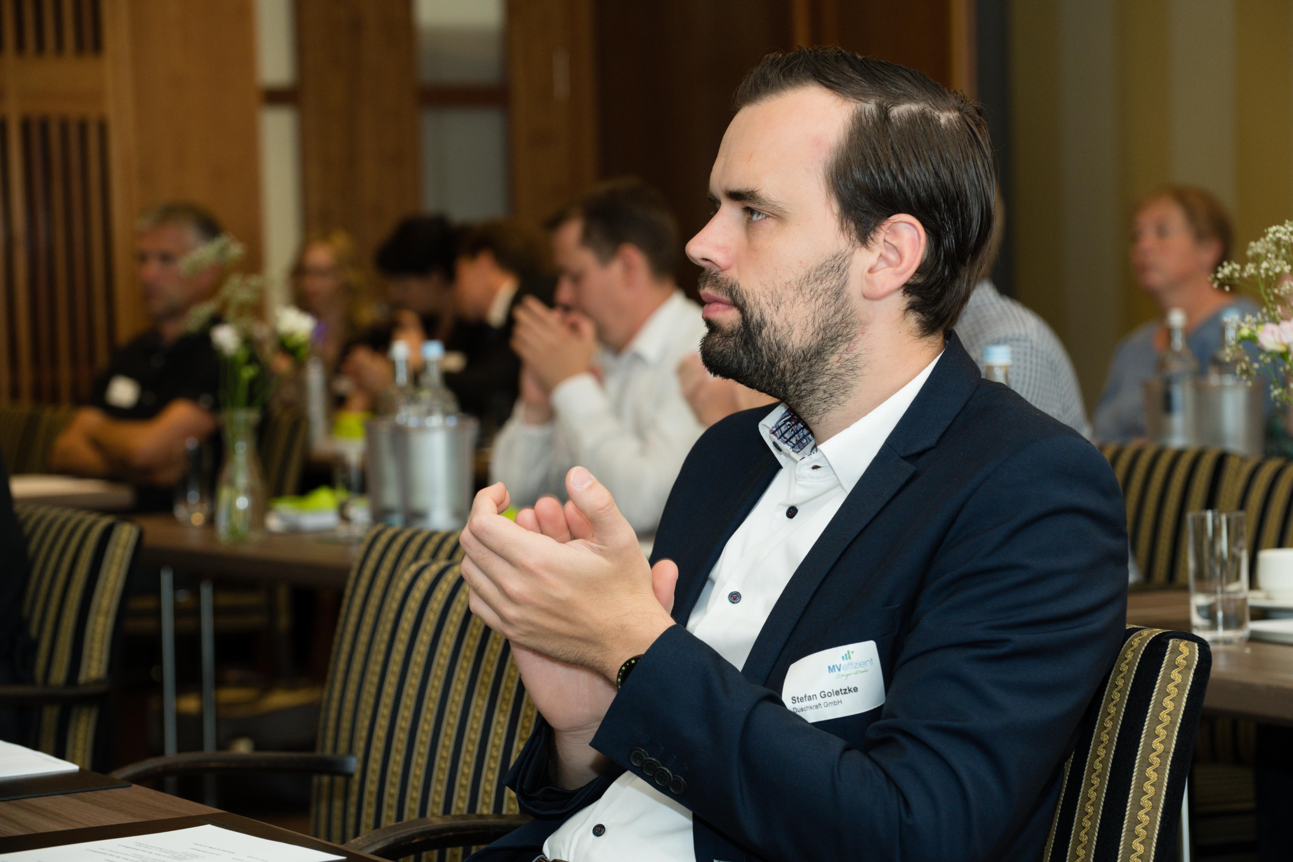 BU: Stefan Goletzke, Geschäftsführer des Rostocker Start-ups DUSCHKRAFT, beim Auftakt der Kampagne MVeffizient (Foto: LEKA MV/Margit Wild)