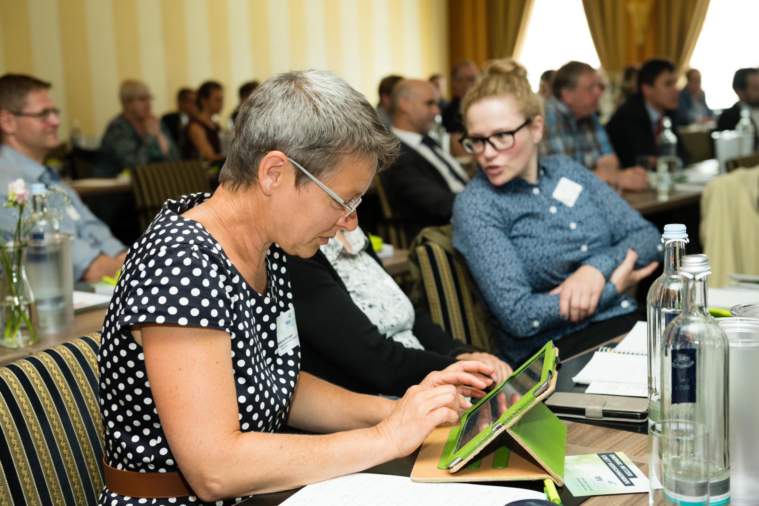 BU: Sabine Krüger, Akademie für Nachhaltige Entwicklung, beim Auftakt der Kampagne MVeffizient. (Foto: LEKA MV/Margit Wild)