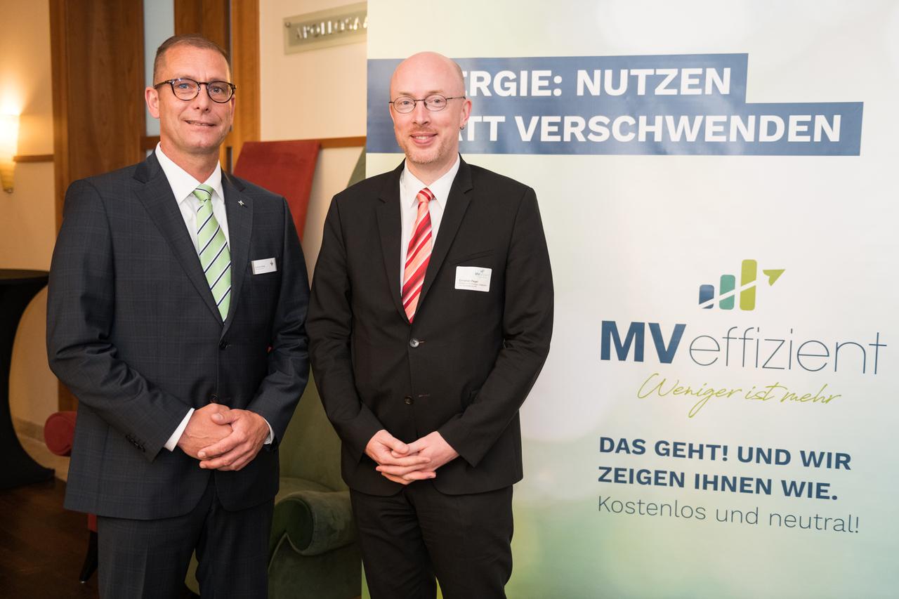 BU: Energieminister Christian Pegel (r.) u. Geschäftsführer der LEKA MV, Gunnar Wobig (l.) beim Auftakt der Kampagne MVeffizient (Foto: LEKA MV/Margit Wild)