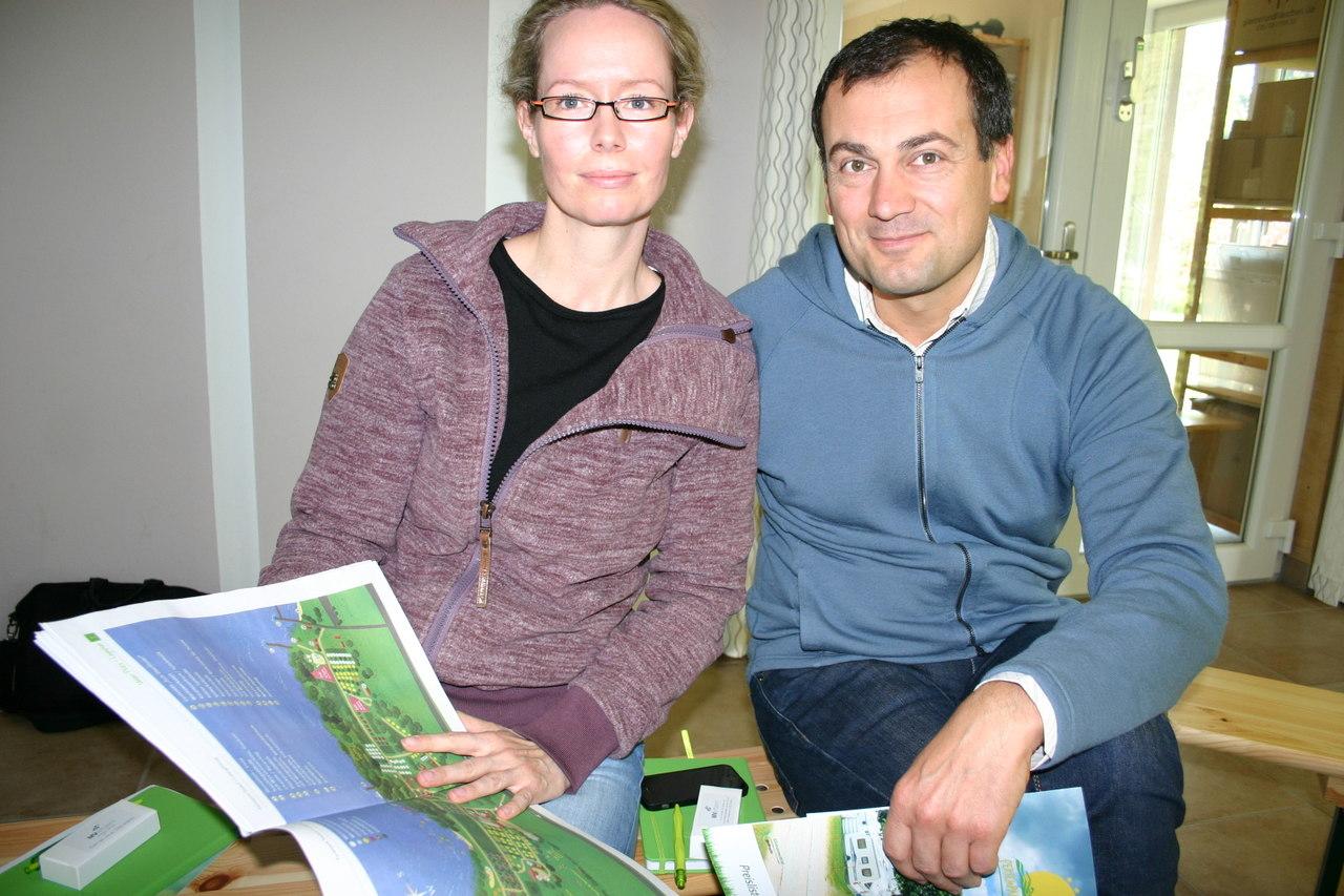 BU: Ehepaar Christina und Konstantin Sachariew Campingplatz
