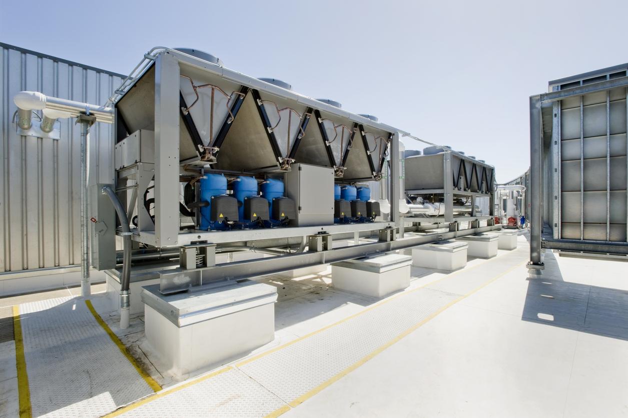 BU: Effizient und CO2-sparend: Mit Wärmepumpen lässt sich kostengünstig heizen, kühlen und Warmwasser bereitstellen – insbesondere, wenn auch der Strom aus erneuerbaren Energien kommt (Foto: IStock)