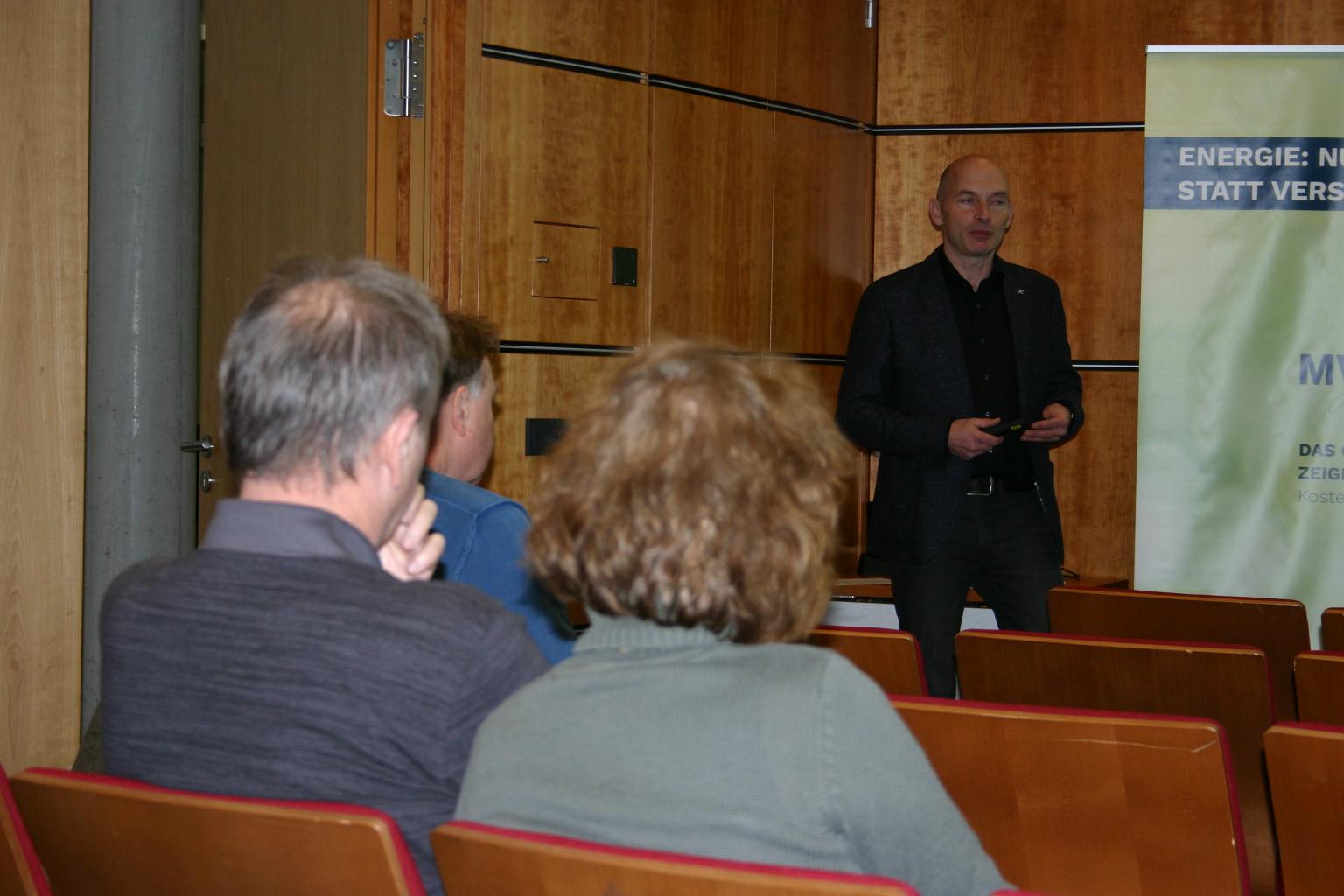 BU: Arne Rakel, Technischer Berater der LEKA MV, stellt die aktuellen Förderprogramme im Bereich Energieeffizienz vor (Foto: LEKA MV/Peter Täufel)
