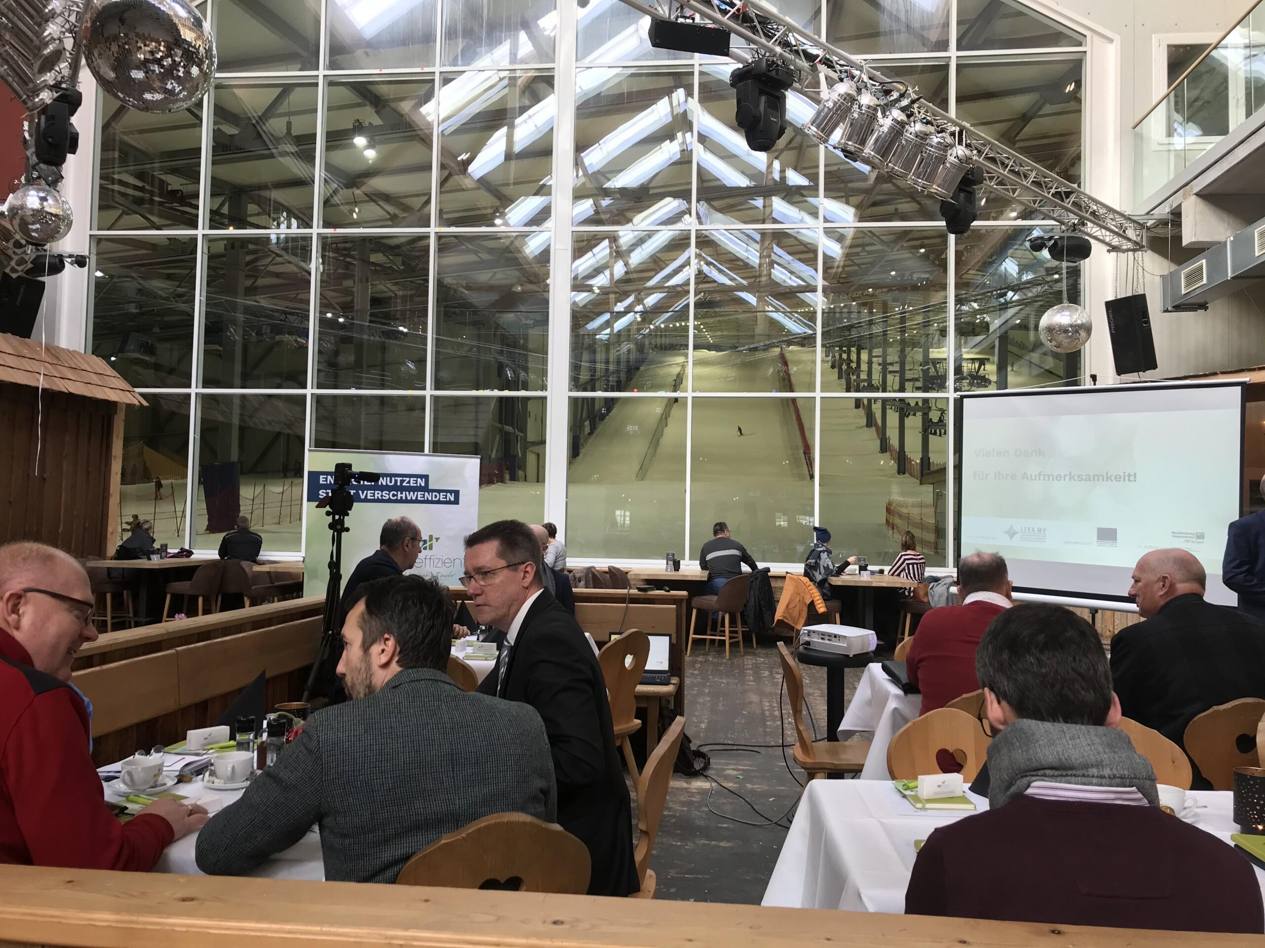 BU: Arne Rakel, Technischer Berater der LEKA MV, informiert die Unternehmer über die aktuellen Entwicklungen (Foto: MVeffizient, Peter Täufel)