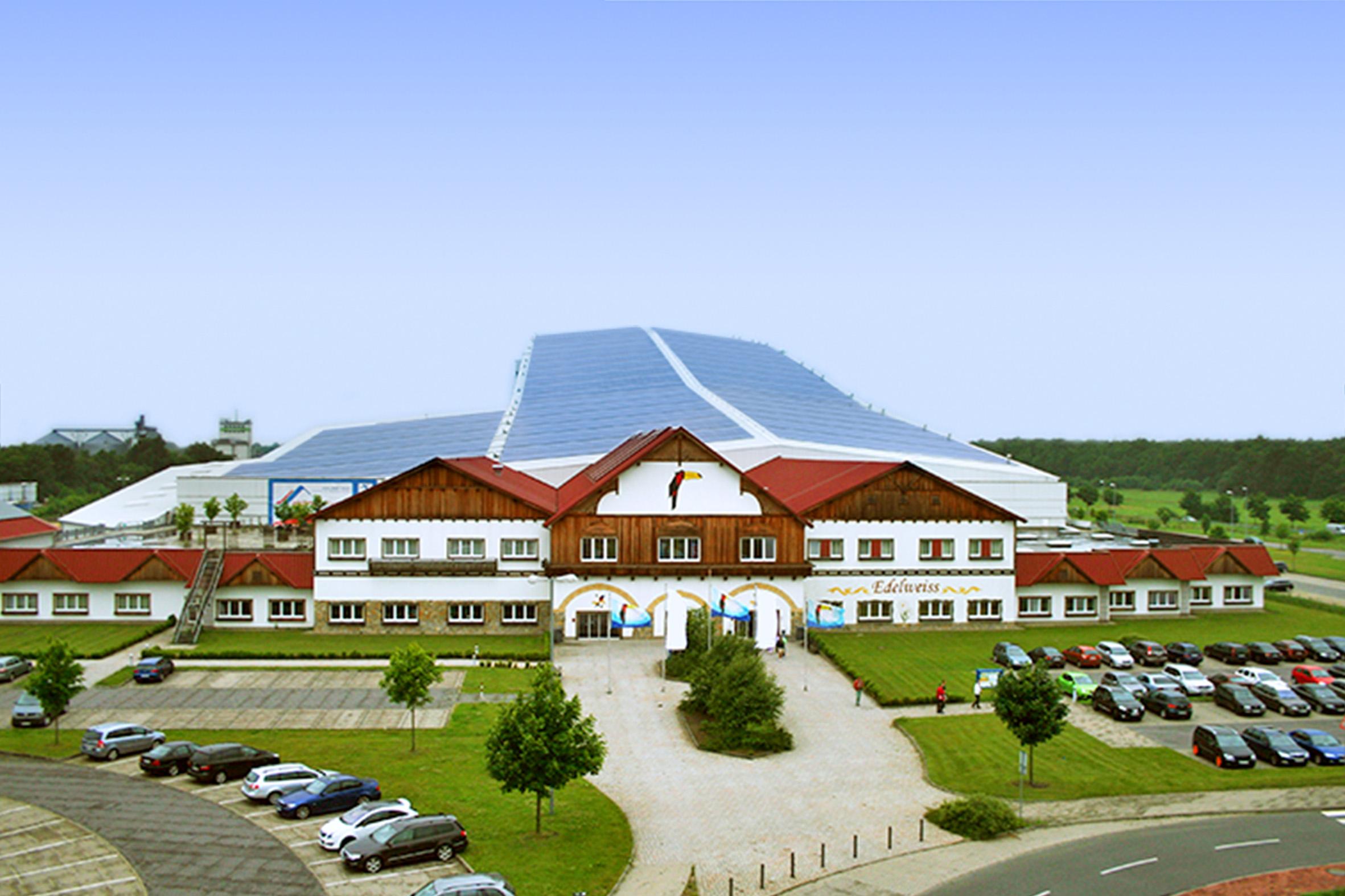 BU: alpincenter Wittenburg nutzt PV und Biogas für die nachhaltige Stromversorgung (Foto: Hotel Hamburg-Wittenburg van der Valk GmbH)
