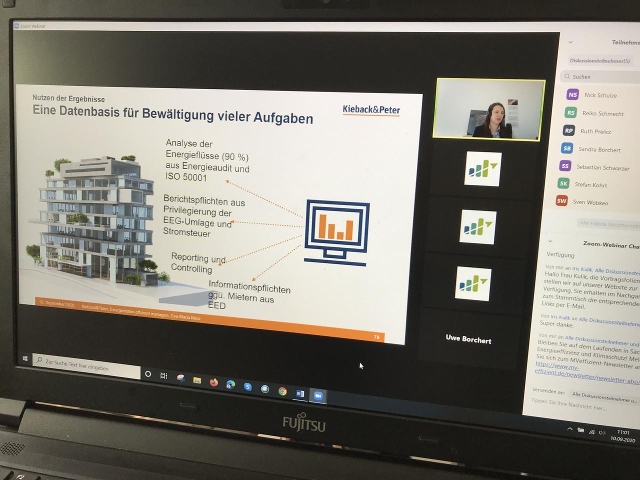 BU: Eva-Maria Metz vom Gebäudeautomationsplaner Kieback & Peter erläutert beim MVeffizient-Stammtisch die Notwendigkeit von Energiedaten (Foto: LEKA MV)