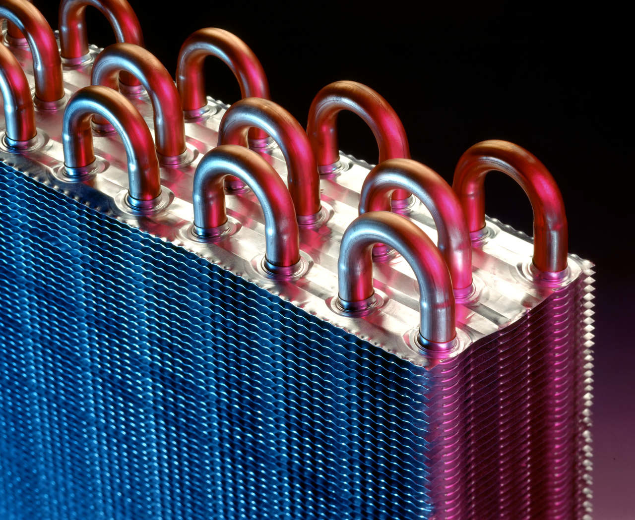 BU: Abwärme fällt in jedem Unternehmen an und ist viel zu wertvoll um ungenutzt zu verpuffen (Foto: Shutterstock)