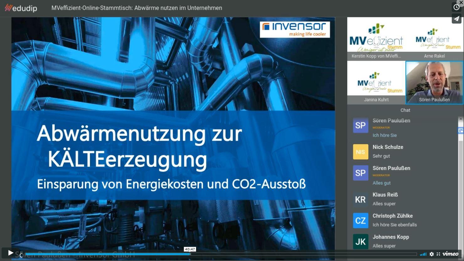 BU: Sören Paulußen von der InvenSor GmbH erläutert wie man mit Hilfe von Abwärme Kälte erzeugen kann (Foto: LEKA MV)