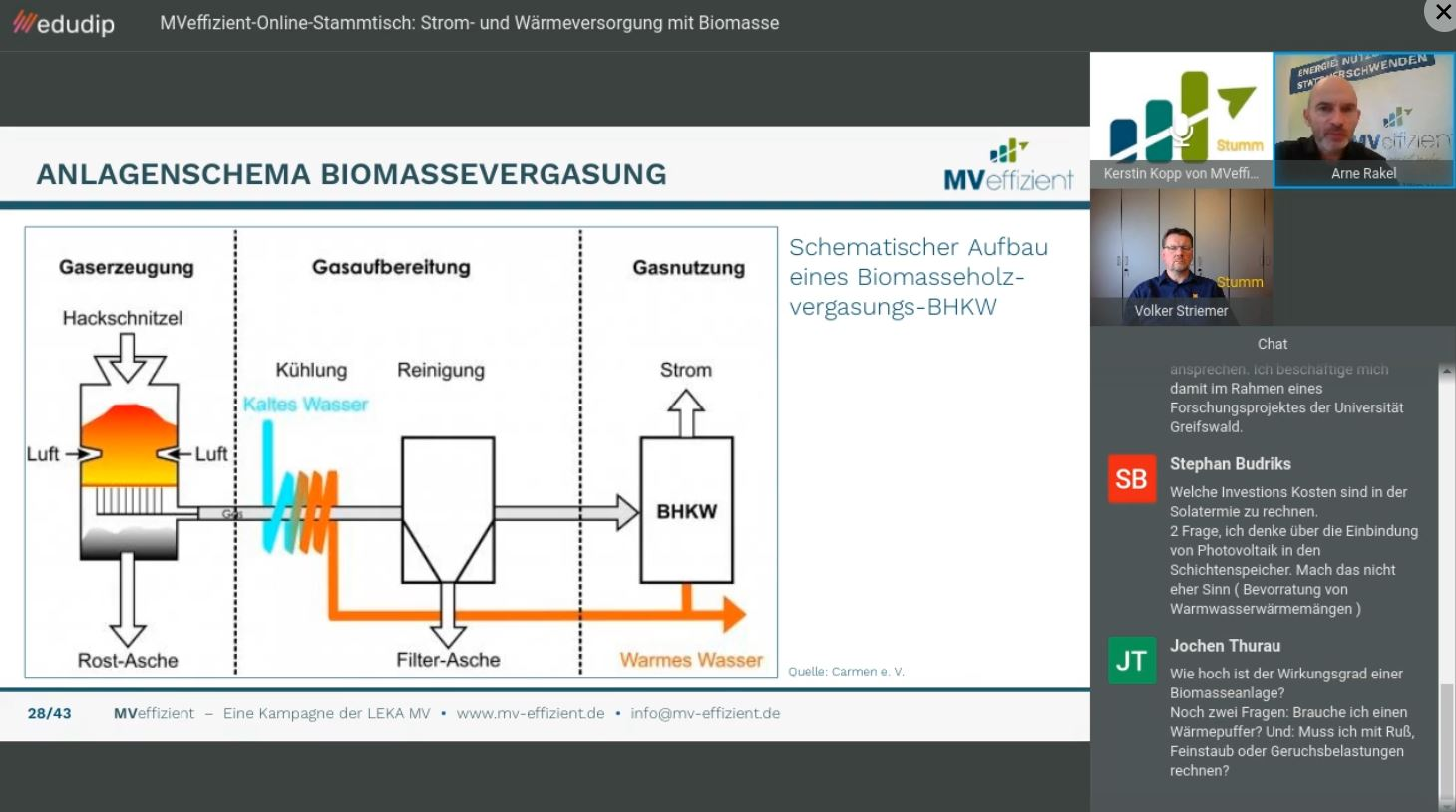 Arne Rakel, Technischer Berater der LEKA MV und Volker Striemer, Projektingenieur bei der HDG Bavaria GmbH diskutieren die Fragen der Teilnehmer. (Foto: LEKA MV)
