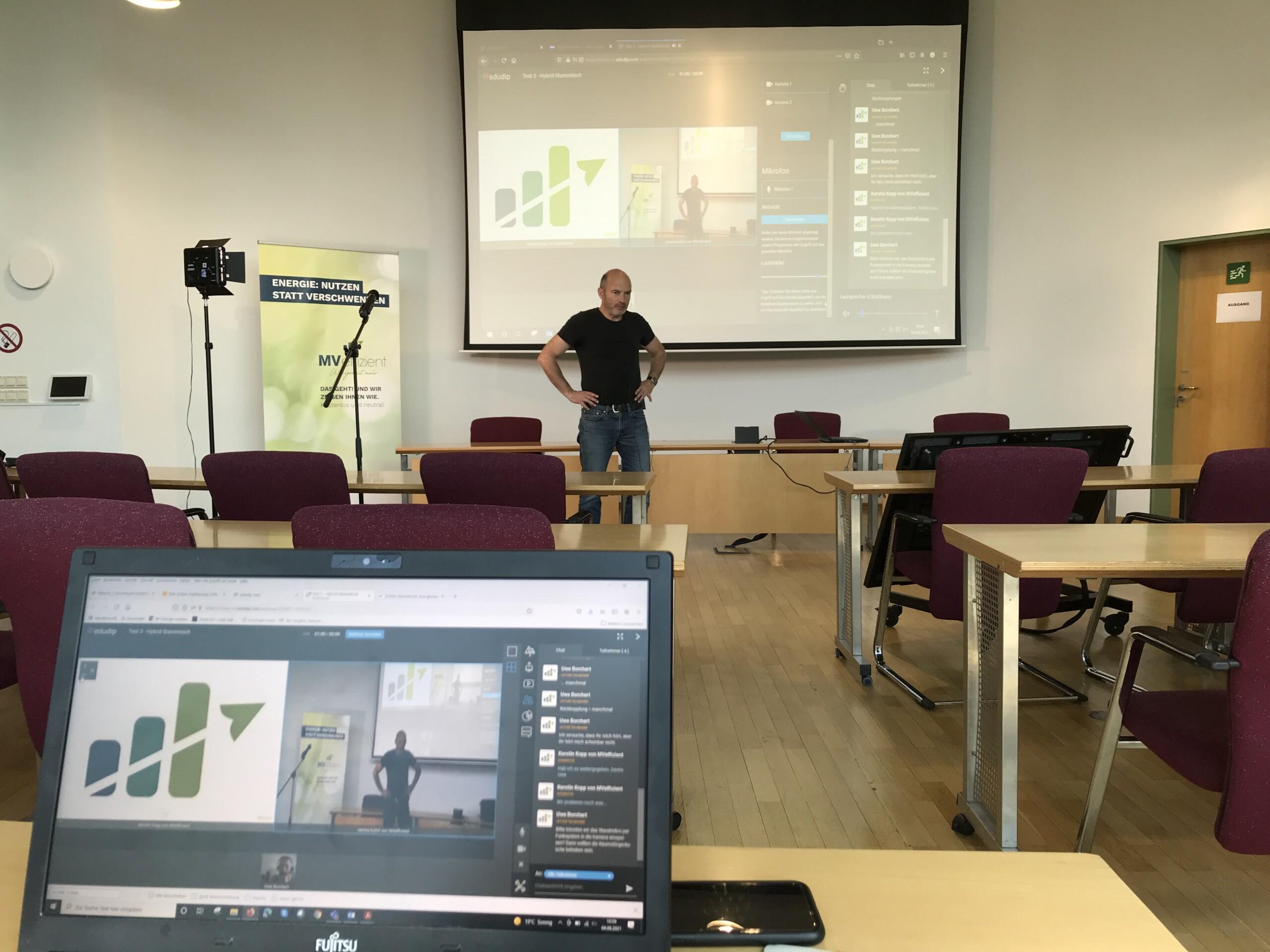BU: Arne Rakel beim Test zum 1. MVeffizient-Hybrid-Stammtisch (Foto: LEKA MV).